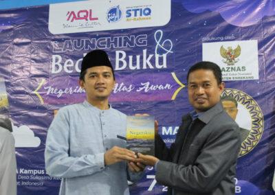 Ketua Stiq Ar-Rahman Bersama Pemateri Bedah Buku